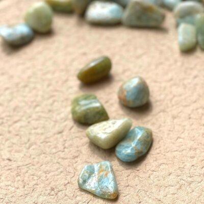 akvamarine poleret sten