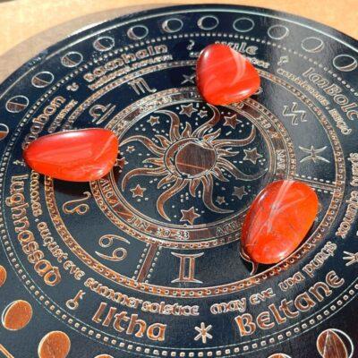 rød jaspis flad sten